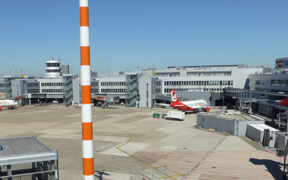 Düsseldorf Airport deploys 120 ERA SQUID vehicle tracking units for surface management